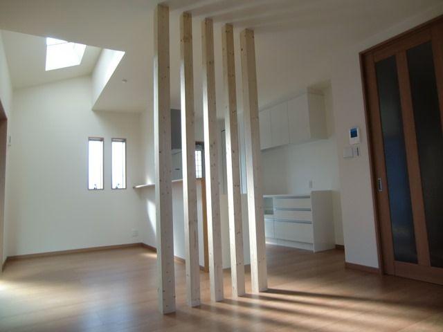 新築分譲住宅 ご要望セレクション リビング 柱 美容室 内装 格子 デザイン