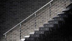 Escalier-modulaire-Bocani-noir-blanc-inox
