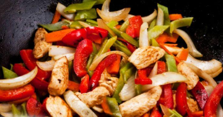 Tigaie picanta cu legume este un fel de mancare foarte colorat, ce imbina o mare varietate de gusturi delicioase de legume, este satioasa si sanatoasa.