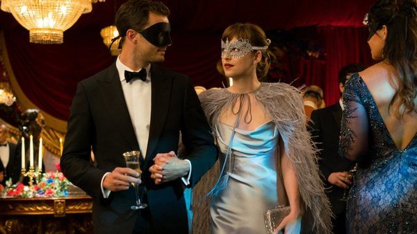 Fifty Shades Darker(2017) ฟิฟตี้ เชดส์ ดาร์กเกอร์[ไม่ตัดฉาก]  หลังจากที่ แอนัสเตเซีย ตัดสินใจ เดินออกมาจากชีวิตของ คริสเตียน เกรย์ ได้ไม่นาน ทั้งคู่ก็กลับมาพบกันในงานแสดงนิทรรศการ สัมพันธ์แห่งความรักที่ยังคงค้างคาก็ประทุขึ้นอีกครั้ง… แต่การกลับมาคบกันของคราวนี้ของทั่งคู่ มาในรูปแบบของเงื่อนไขใหม่ ไร้การลงโทษ และไม่มีการปกปิดความลับใดๆต่อกัน แต่ความลับในอดีตที่มันสุดแสนมืดมน ไม่สามารถปิดบังมันด้วยหน้ากากใดๆในโลกนี้ได้