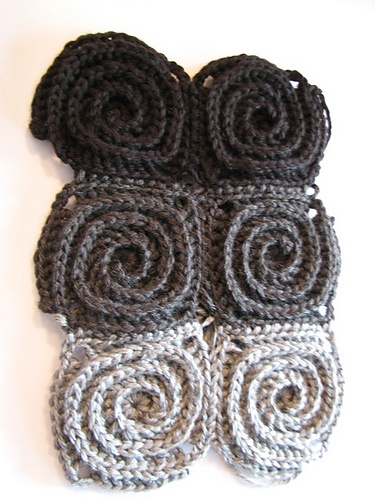 Ravelry: Project Gallery for Fire Blanket pattern by Tanya Beliak {want to use this pattern for a rug}