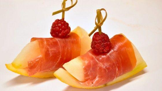 Meloen omwikkeld met serrano ham hapjes van The English Chef Catering