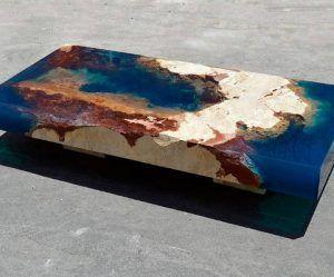 Haal een stuk uit de oceaan in huis met deze tafel