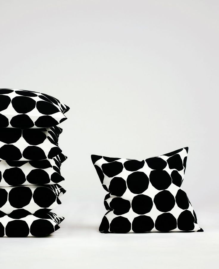 Really love this crisp pattern, have a bag but those cushions are on the bucket list as well | Classics. - 1 | Marimekko