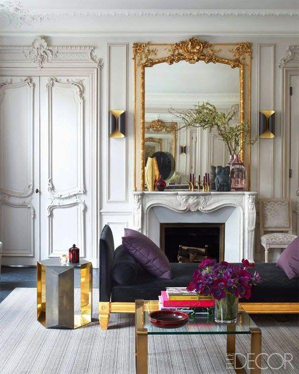 Buenos días, querid@s tod@s. ¿Cómo lleváis el cambio de tiempo de eterno-veranillo-de-san-miguel a qué-bien-se-está-en-casita-mira-cómo-llueve-jarrea-ventea-graniza-fuera? Yo lo llevo regulan, especialmente que el anochezca tan pronto, así que para subirme el ánimo, nada mejor que unos interiores luminosos, elegantes y con ese toque chic si français: otro de esos apartamentos parisinos de techos altos, molduras centenarias, …