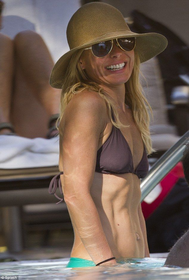 Ab fab! Kelly Ripa looked absolutely fabulous as she showed off her toned stomach in Hawaii yesterday
