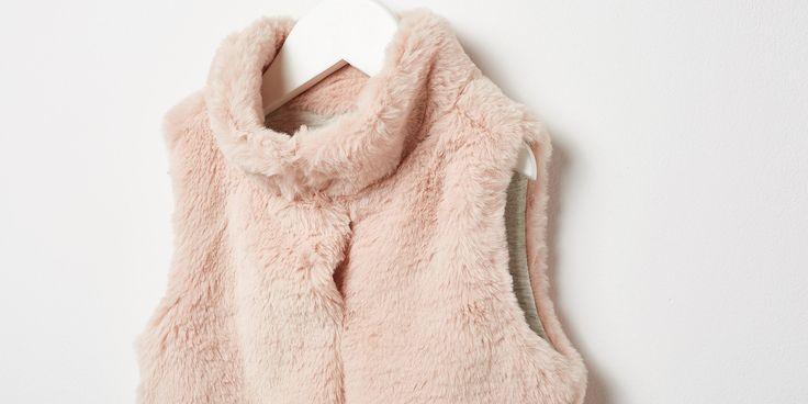 Descubre nuestra colección de abrigos y cazadoras para niña. Entra en Sfera…