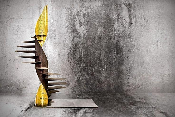 Escalera de caracol helicoidal en hoja de oro SKULPTURA FOGLIA ORO by OFFICINE SANDRINI