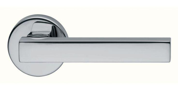 Poignée de porte design modèle stick finition chromé brillante et chromé mat