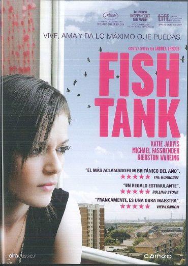 Fish tank [Vídeo] / Dirigida por Andrea Arnold.    Mia, unha quinceañeira inestable, con problemas, que non encaixa no sistema escolar e é rexeitada polos seus amigos. Un cálido día de veran, a súa nai leva a casa a un misterioso descoñecido chamado Connor, que promete cambialo todo e levar o amor ás súas vidas...