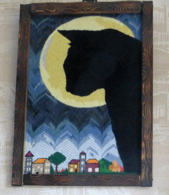 Canvas Moon cat. Hand embroidery in the Bargello technique. Wall Hanging. Wooden frame. Unique hand made crafts. This Canvas Moon cat will be fantastic decor for Your home!  Material: wool, acrylic, wooden frame.  Size/Dimensions: 30 x 40 cm. (11,8 x 15,7 inch)