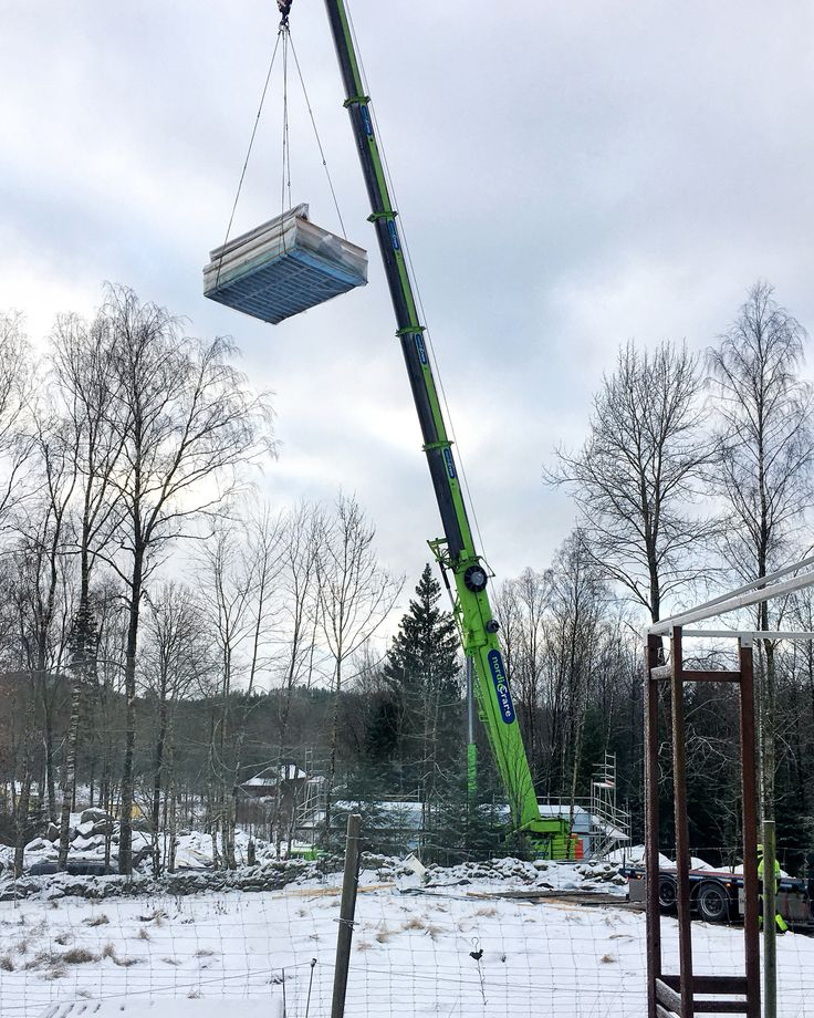 Fat mum slim Photo a day challenge, January 2018 Day 18: Cool This morning, no house, this afternoon, a house! Cool! Also cool giant crane! Did you like this post, click those Like and Follow butto…