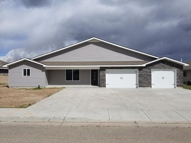 Beautiful Home Located In Ammon