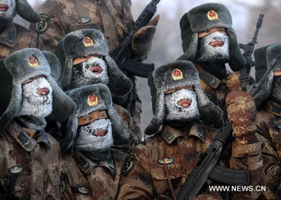 Newly recruited soldiers of the People's Liberation Army take part in a training session in Yichun, northeast China's Heilongjiang Province, Jan. 21, 2011 [550 × 392]