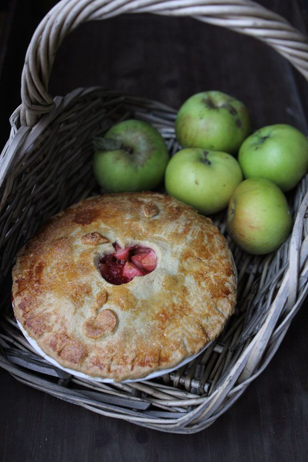 Miss Foodwise | Celebrating British food and Culture: Bramley apple and Blackberry pie
