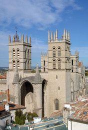 Hérault : Montpellier : Cathédrale Saint Pierre. Œuvre commanditée par le pape Urbain V en 1364, cette église est devenue cathédrale en 1536.