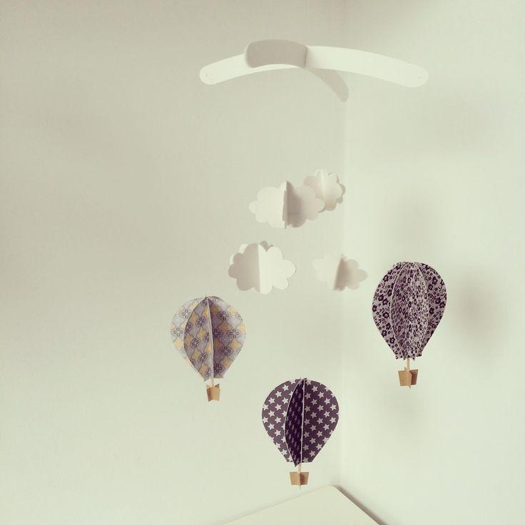 Giostrina in carta con mongolfiere e nuovole 3D realizzate a mano per decorare…