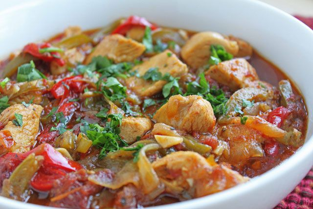 Poulet aux poivrons léger, recette d'un bon petit platdélicieux et très simple à faire, à servir avec du riz ou une purée de pomme de terre.