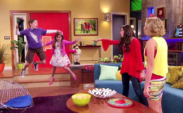 Get a glimpse at 'The Thundermans,' a superpowered Nickelodeon series — EXCLUSIVE TRAILER | EW.com