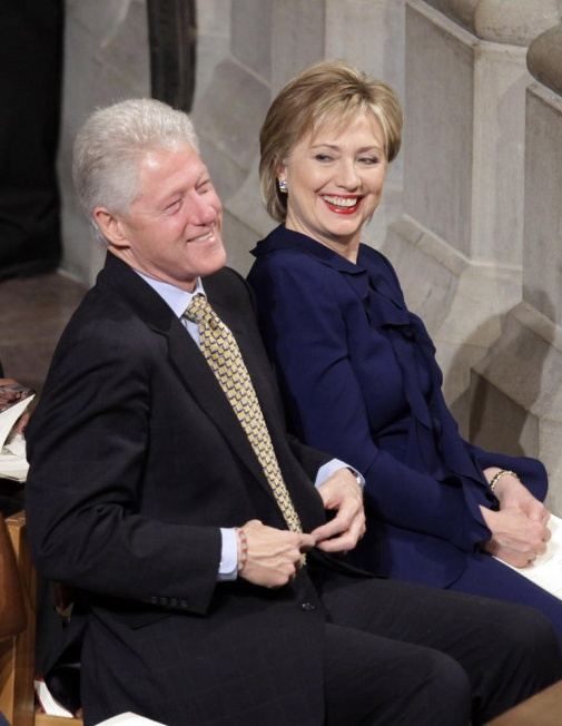 Bill and Hilary Clinton on President Obama's first day in office. Love Hillary's suit!