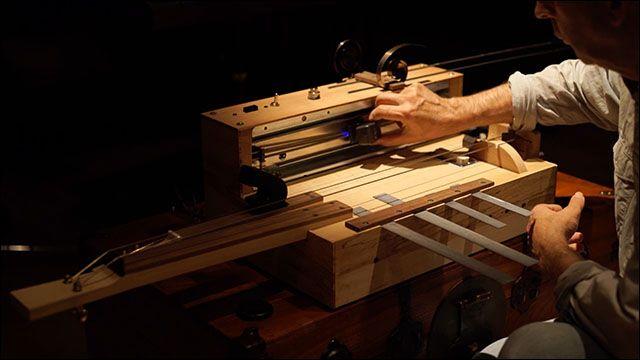弦楽器職人が製作したアナログなホラー映画効果音製造機がすごい - DNA