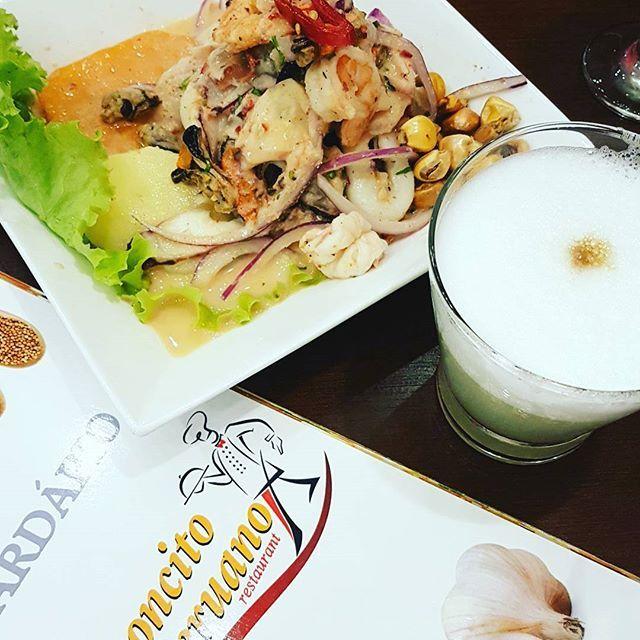 RICONCITO PERUANO - Ceviche Mixto e Psico Souer. Adoro lugares com alma do pais e história de dono! Edgard Villat, chef e proprietário, começou vendendo comida na Rua  25 de Março e hoje tem 4 restaurantes.Comida bem tradicional e super saborosa,  atendimento simpático de garcons peruanos e colombianos. Aprovado!!! #ceviche #peru #peruano #psicosouer #moema #moematips #riconcitoperuano #pisco #restaurantesp #saopaulo #minhamoema