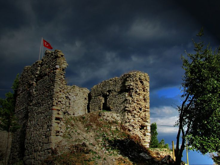 Ceneviz Castle , Akcakoca - Turkey ...