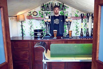 В лондонском сарае откроют паб с бесплатным пивом http://mnogomerie.ru/2016/11/07/v-londonskom-sarae-otkrout-pab-s-besplatnym-pivom/  Паб Make Time For It На юге-востоке Лондона заработает паб, который будет предлагать посетителям бесплатное крафтовое пиво. Размеры заведения под названием Make Time For It составляют примерно 1,8 на 2,4 метра. Об этом сообщает Daily Mail. Бар, принадлежащий лондонской пивоварне Meantime, разместился в переоборудованном здании садового сарая. Он начнет работу…