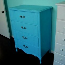 Tips for properly spray painting furniture to have it last a lifetime and look professional!! Great tutorial to have especially because I LOVE spray paint!