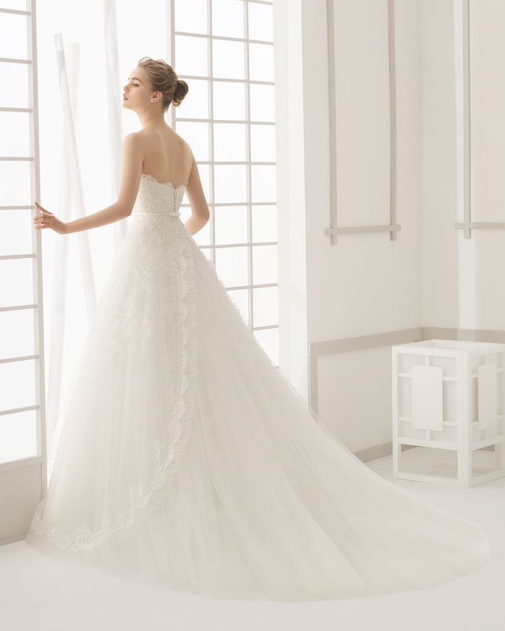 Beaded lace and tulle bridal gown. Rosa Clará 2016 Collection.