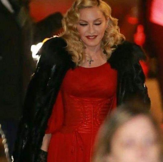 madonna-fazio In attesa di vedere l'intervista di #Madonna a #CheTempoCheFa, @LegolasGL ci regala #20CmDiPenTagramma tutti dedicati a #MissCiccone! Quali novità da scoprire? Solo con #IlPuntoH http://www.ilpuntoh.com/madonnas-fashion-week/