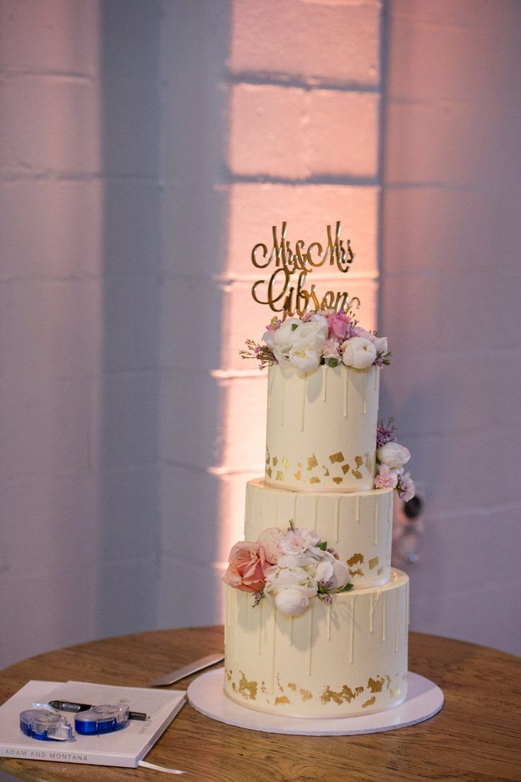 Wedding Cake & Uplighting - A Wedding at The Joinery West End with DJ Ben Shipway // #GMEventGroup #DJBenShipway #BrisbaneWedding #WeddingDJ #WeddingCake