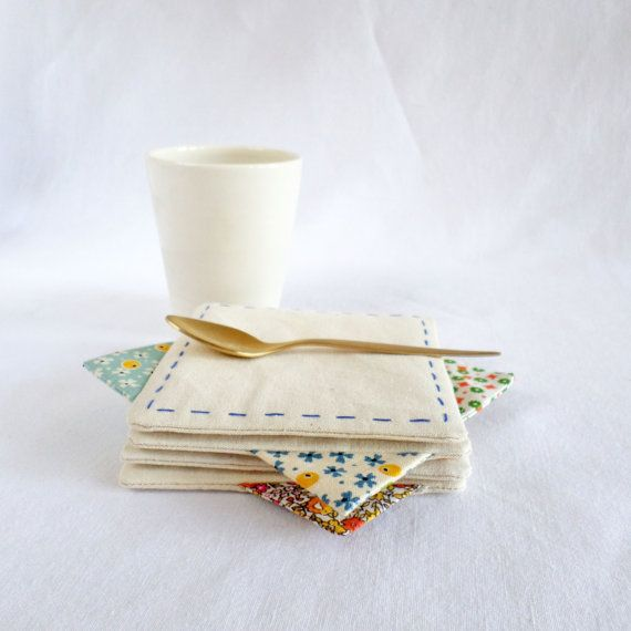 This set of 4 coasters will bring joy to your table. Colorful printed cotton triangles will make the difference Join us for Dinner at Table Stories