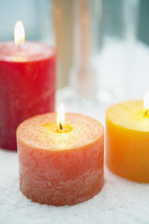ms de ideas increbles sobre como hacer velas decorativas en pinterest ramas navideas jarrones de navidad y centros de mesa de ramas