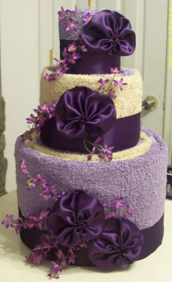 A rather colorful and convincing cake towel origami. You can use two towels for this design and add more accents such as ribbons and flowers.