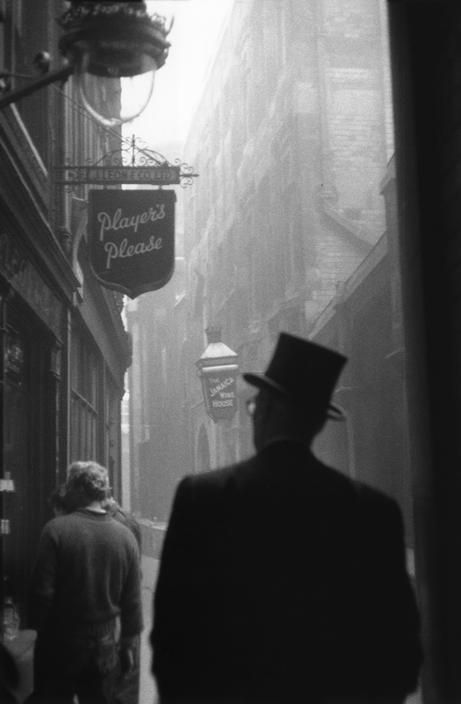 """Player's Please"" alleyway photograph from London, 1959 by Sergio Larrain."