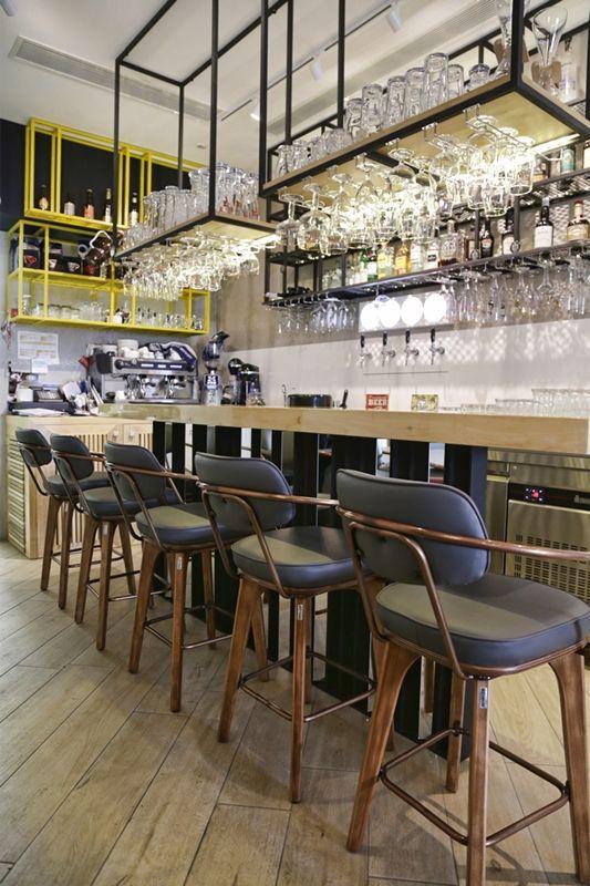 Bar Restaurant Beer On Us Athens