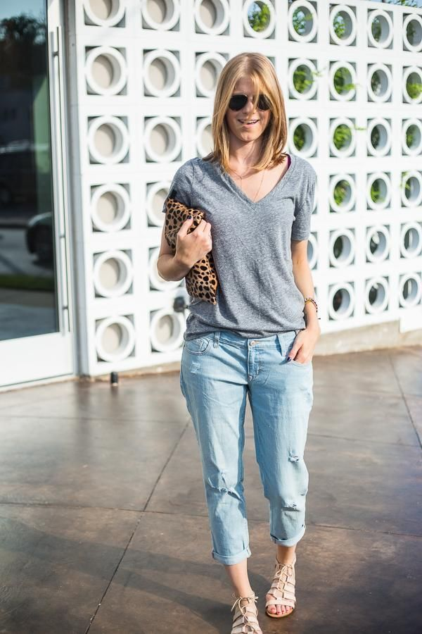 A great casual dinner ensemble: vintage-style tee, cropped boyfriend jeans, and gladiator flat sandals.    Source: http://apieceoftoastblog.com/2014/05/14/crop/