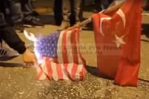 Участники митинга против обстрела турецкими истребителями российского самолета Су-24 в Афинах сожгли флаги США и Турции. Демонстранты выразили поддержку действиям России на Ближнем Востоке. Кроме того, они указали на то, что Турция ежеднев...  #российского, #сша, #американский, #турции, #военными, #столице,  #Likada #PRO #news #новость
