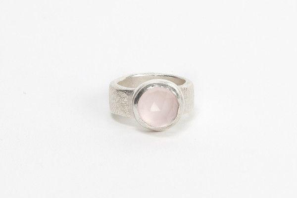 Silver Top Cocktail Ring - Rose Quartz | DARKBLACK $365 NZD
