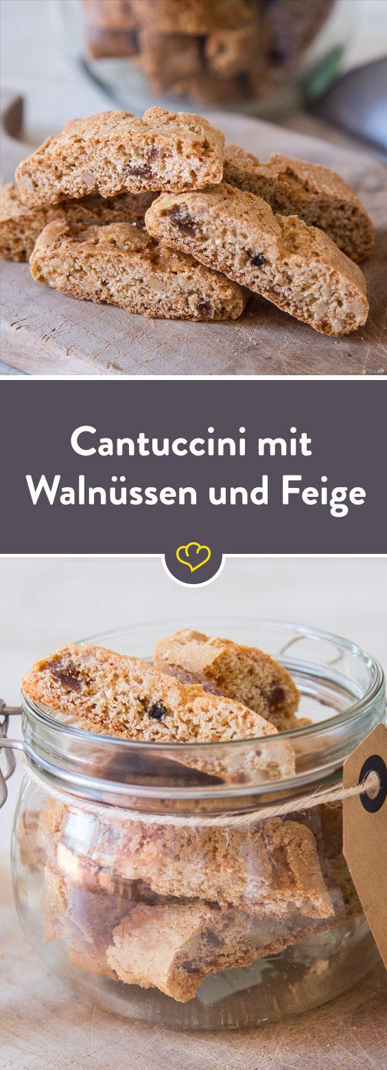 Die knusprige Kekse aus Toskana, die Cantuccini mit Feigen in Stückchen und Walnüssen.