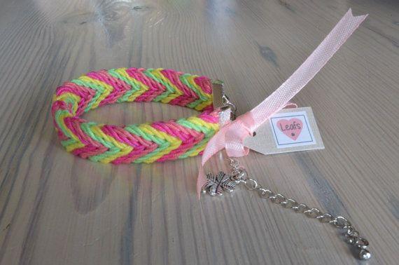 Ply split braiding bracelet. Gevlochten armband multicolor met bedel