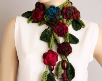Crochet Lariat Scarf with spring summer flowers por cinnamonyarn