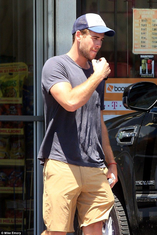 Liam Hemsworth Flexes His Manly Biceps In Tight T Shirt