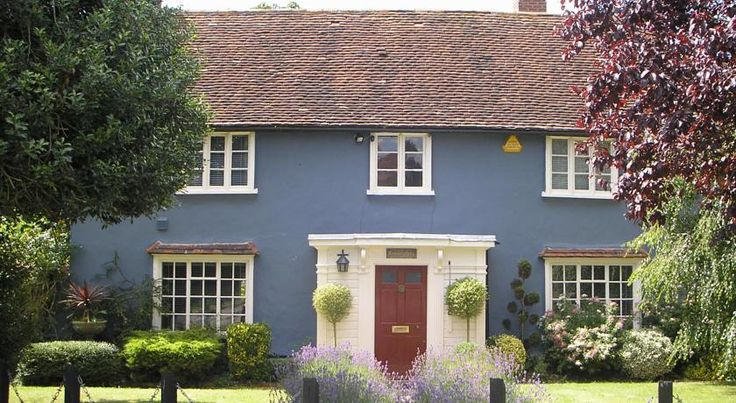 Bonningtons Stansted B&B Bishops Stortford This beautifully preserved building is 8 km from London Stansted Airport and is next to a traditional country pub. It offers free WiFi and all rooms offer an en suite bathroom.