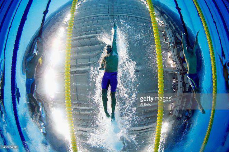 Esto deportista es Federico Grabich. Nadó cien metros en los Juegos Panamericanos. Es necesito ser rápido para ganar.