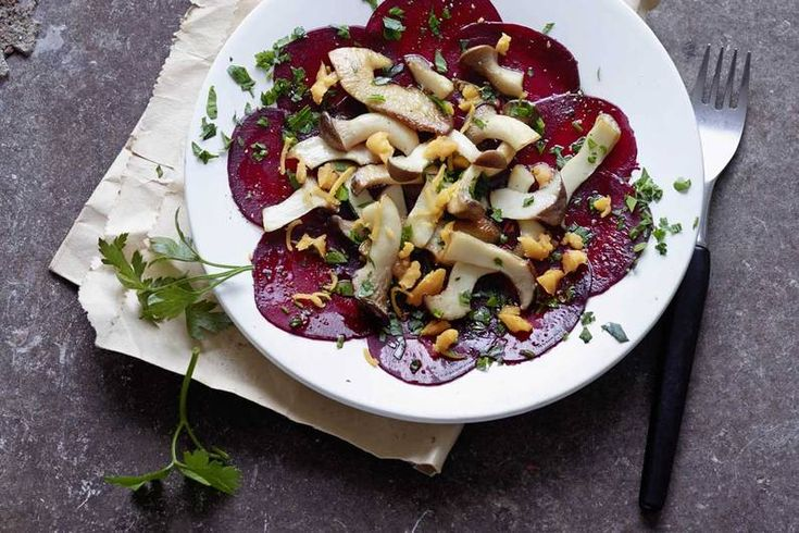 Gebratene Kräuterseitlinge auf Rote-Bete-Carpaccio #veggie #cleaneating