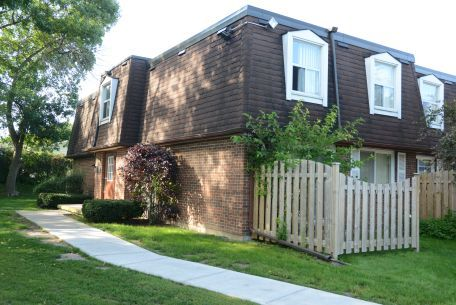 Beautifully landscaped grounds elmridge estates for 9 kitchener terrace