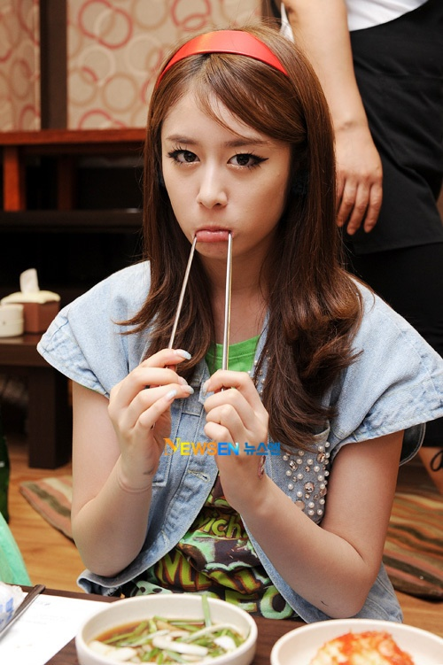 Jiyeon Celeb @ M!countdown Roly-Poly