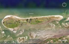 """Het Waddeneiland Ameland maakt deel uit van de Waddeneilanden, een heel rustig eiland !!    Het Waddeneiland Ameland  Het Waddeneiland Ameland maakt deel uit van de Waddeneilanden. De Waddeneilanden bestaan uit een groep eilanden (ruim twintig)in de Noordzee. Deze eilandengroep word door de Waddenzee gescheiden van het vasteland. De Waddenzee is zeer belangrijk als """"kraamkamer"""" voor veel vis soorten."""